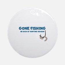 GONE FISHING, BE BACK BY HUNTING SE Round Ornament
