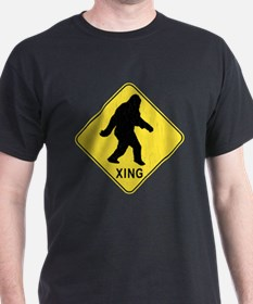 Bigfoot Crossing Sign (vintage look) T-Shirt