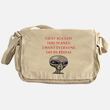 alien invasion Messenger Bag