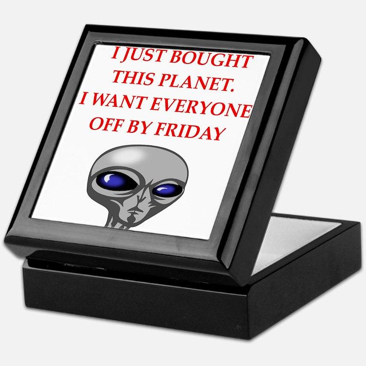 alien invasion Keepsake Box