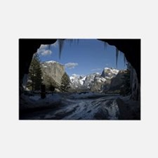 Yosemite's famous Tunnel View from the act Magnets