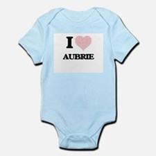 I love Aubrie (heart made from words) de Body Suit