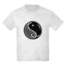 Yin Yang for balance. T-Shirt