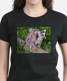 RING TAILED LEMUR MOTHER AND BABIES T-Shirt