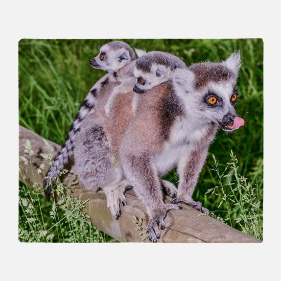 RING TAILED LEMUR MOTHER AND BABIES Throw Blanket