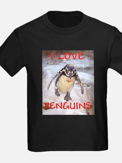 """I love penquins"" Kids T-Shirt"