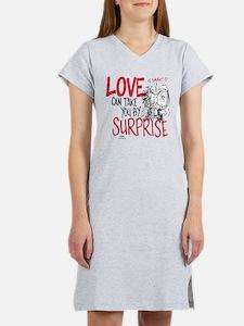 Peanuts - Surprise Love Women's Nightshirt
