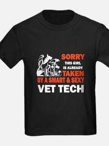 Vet tech T-shirt - Sorry this girl is alre T-Shirt