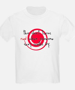 This shirt turns red when som Kids T-Shirt