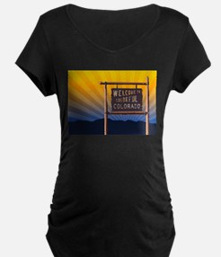 welcome to colorful colorado sign Maternity T-Shir