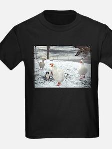 Cat that thinks it's goose T-Shirt