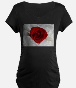 Wonderful Red Rose Maternity T-Shirt