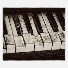 Cute Old worn piano King Duvet