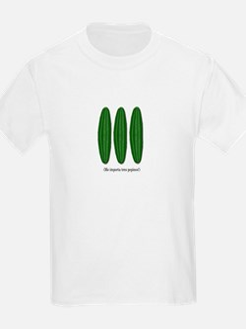 Me Importa Tres Pepinos T-Shirt