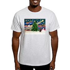 Xmas Magic & Min Pin T-Shirt