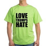 Love trumps hate Green T-Shirt