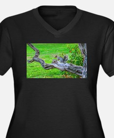 Squirrel on a branch - like me? Plus Size T-Shirt