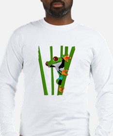 Cute frog on grass Long Sleeve T-Shirt