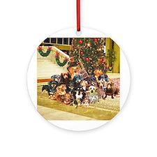 A Dachshund Family Christmas Ornament (Round)