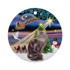 Xmas Magic & Maine Coon (10) Ornament (Round)