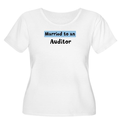 Married to: Auditor Women's Plus Size Scoop Neck T