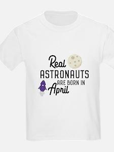 Astronauts are born in April Cv34m T-Shirt