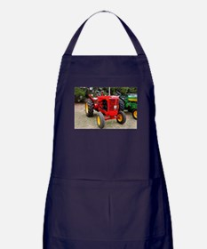 Old red tractor Apron (dark)