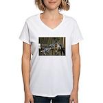 Giraffe Baby Mama Kiss Women's V-Neck T-Shirt