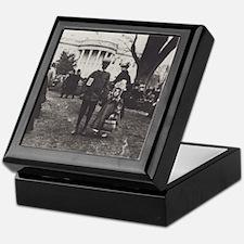 White House Lawn Keepsake Box