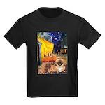 Cafe /Pekingese (r) Kids Dark T-Shirt