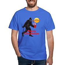 Bigfoot believes in Santa Claus T-Shirt
