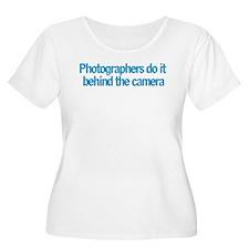 Photographers do it... T-Shirt