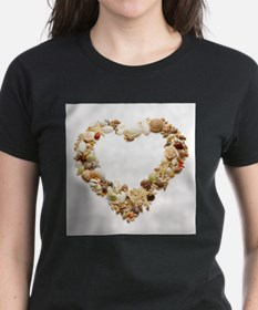 Assorted seashells form heart shape, T-Shirt