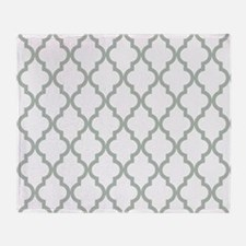 Moroccan Quatrefoil Pattern: Sage Gr Throw Blanket