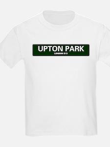 LONDON ROAD SIGNS - UPTON PARK - LONDON E1 T-Shirt