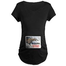 KISSING T-Shirt