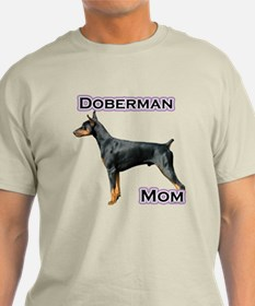 Dobie(blk) Mom4 T-Shirt