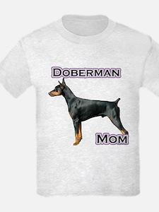 Dobie(blk) Mom4 T-Shirt
