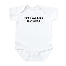 I was not born yesterday Infant Bodysuit