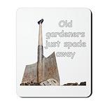 Old gardeners spade away Mousepad