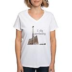 I dig gardening Women's V-Neck T-Shirt
