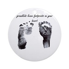 """grandkids leave footprints"" Ornament (Round)"