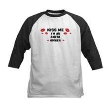 Kiss Me: Akita owner Tee