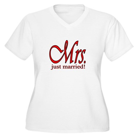 His & Her Just Married Women's Plus Size V-Neck T-