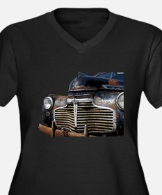 Vintage Rusted Car Women's Plus Size V-Neck Dark T