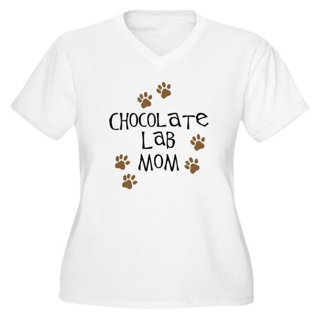 Chocolate Lab Mom Women's Plus Size V-Neck T-Shirt