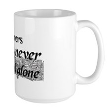 Booklovers never go to bed alone Mug