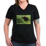 The nose knows Women's V-Neck Dark T-Shirt