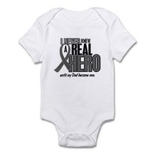 Never Knew A Hero 2 Grey (Dad) Infant Bodysuit