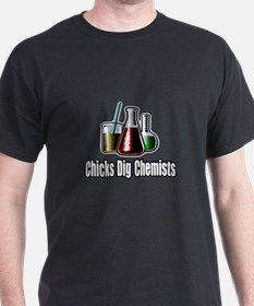 """Chicks Dig Chemists"" T-Shirt"